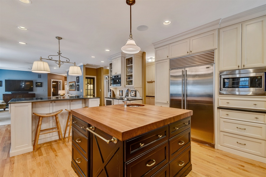 Real Estate Photography - 1221 Millet Street, Naperville, IL, 60563 - Easy conversation from the KIT to the FR