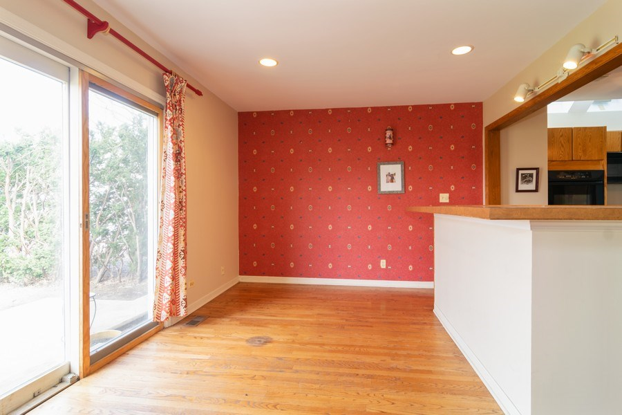 Real Estate Photography - 326 S. Hagans Avenue, Elmhurst, IL, 60126 - Breakfast Bar