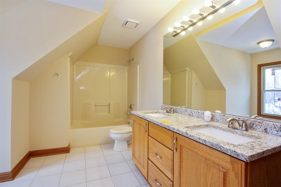 Real Estate Photography - 20324 W BUCKTHORN CT, MUNDELEIN, IL, 60060 - 3rd Bathroom