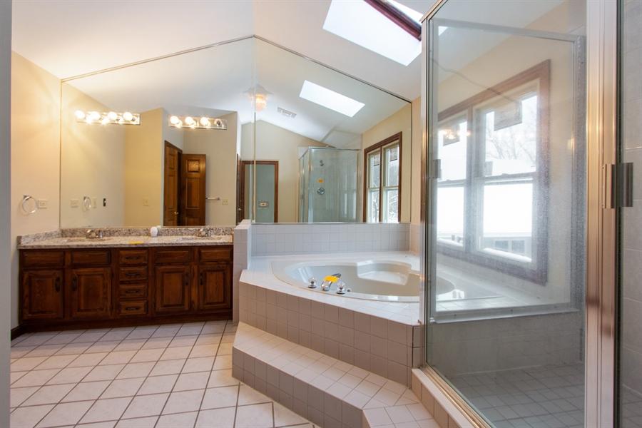 Real Estate Photography - 20324 W BUCKTHORN CT, MUNDELEIN, IL, 60060 - Master Bathroom