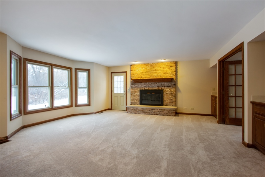 Real Estate Photography - 20324 W BUCKTHORN CT, MUNDELEIN, IL, 60060 - Family Room