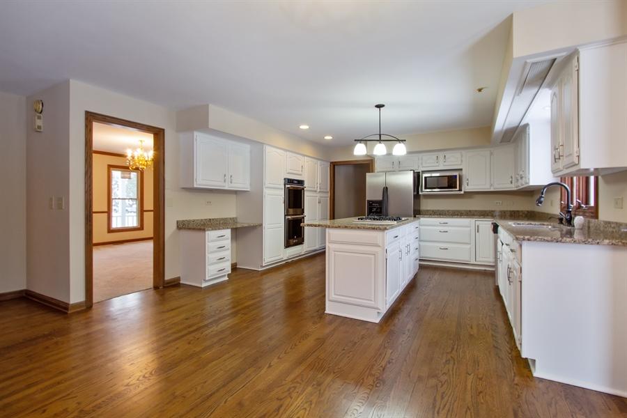 Real Estate Photography - 20324 W BUCKTHORN CT, MUNDELEIN, IL, 60060 - Kitchen