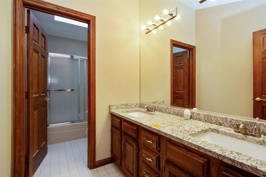 Real Estate Photography - 20324 W BUCKTHORN CT, MUNDELEIN, IL, 60060 - 2nd Bathroom