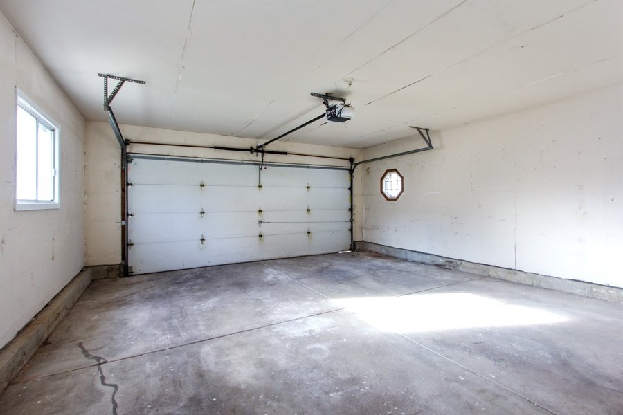 Real Estate Photography - 580 PEACHTREE LN, LAKE ZURICH, IL, 60047 - Garage