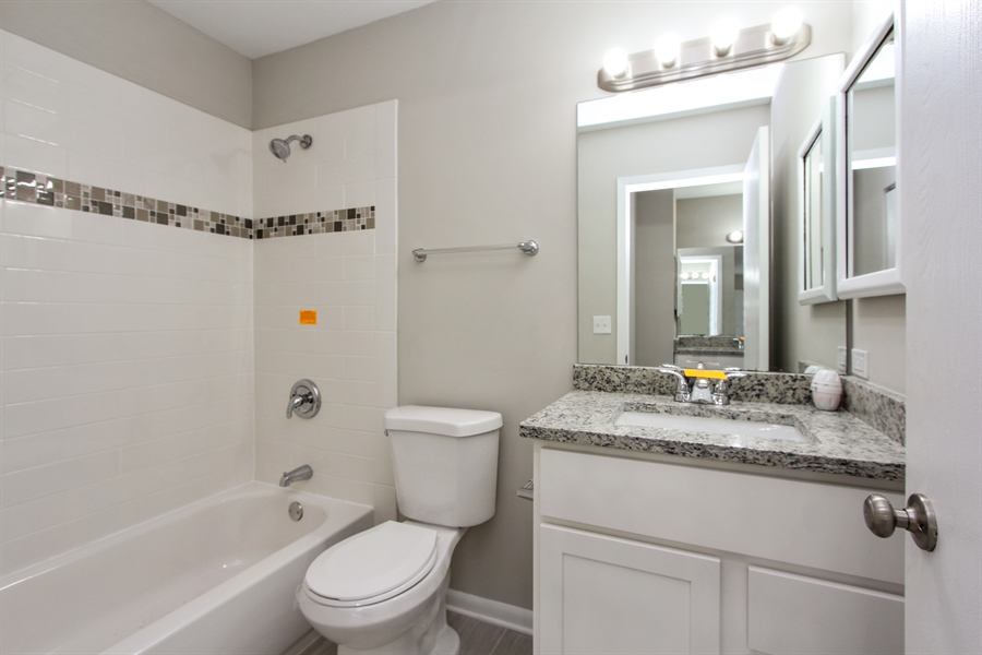 Real Estate Photography - 580 PEACHTREE LN, LAKE ZURICH, IL, 60047 - 2nd Bathroom
