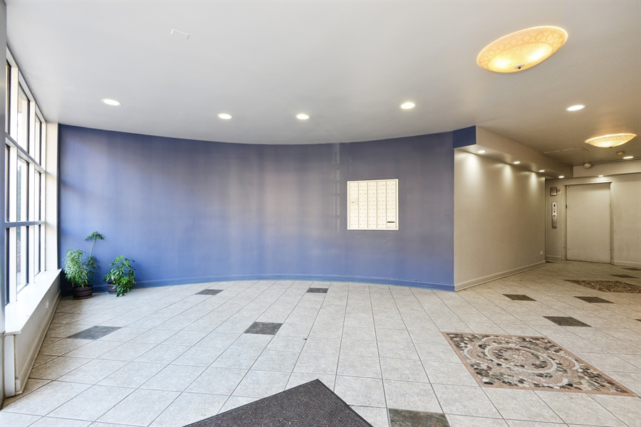 Real Estate Photography - 5854 North Kenmore Ave, Chicago, IL, 60660 - Lobby