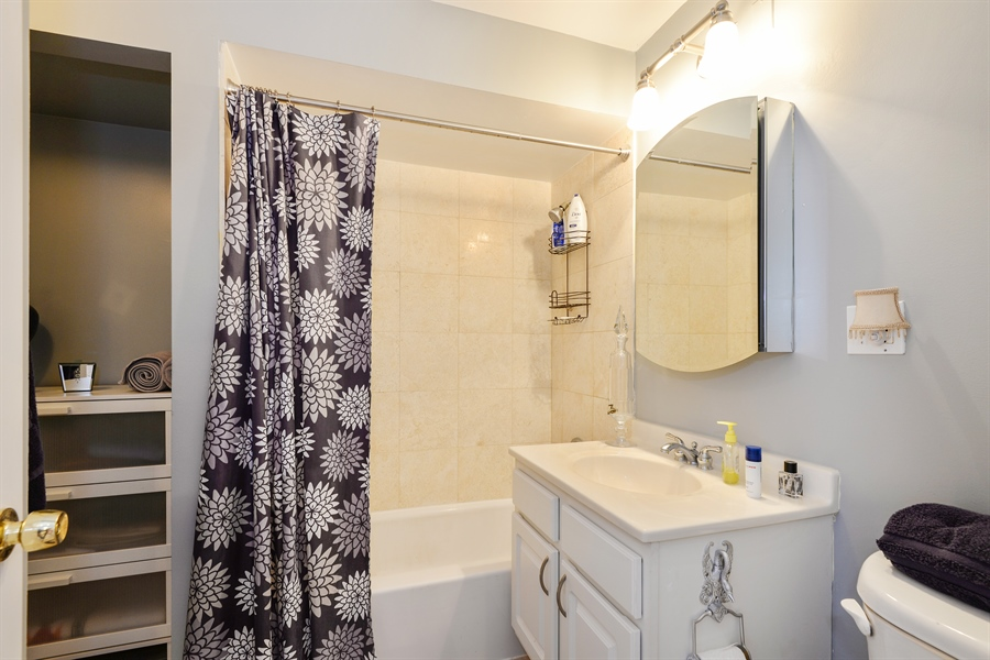 Real Estate Photography - 5854 North Kenmore Ave, Chicago, IL, 60660 - Bathroom