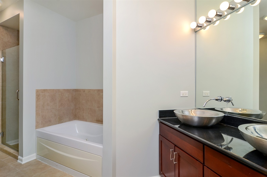 Real Estate Photography - 125 S. JEFFERSON Street, Unit 2802, Chicago, IL, 60661 - Master Bathroom