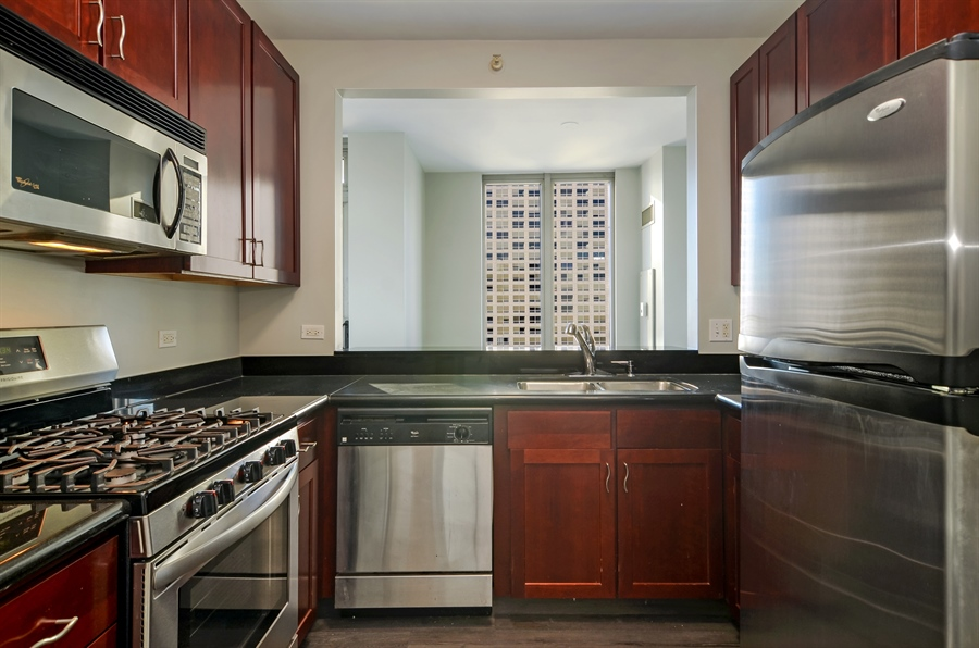 Real Estate Photography - 125 S. JEFFERSON Street, Unit 2802, Chicago, IL, 60661 - Kitchen