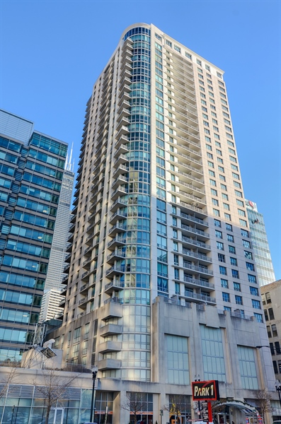 Real Estate Photography - 125 S. JEFFERSON Street, Unit 2802, Chicago, IL, 60661 - Front View