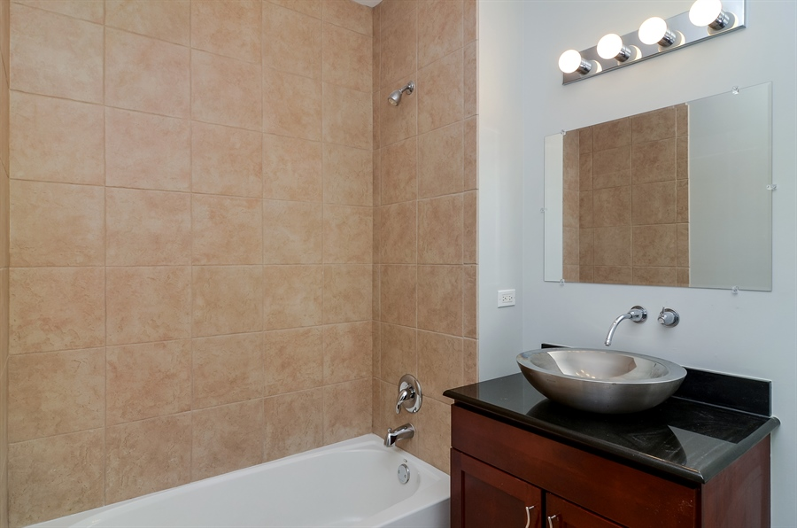 Real Estate Photography - 125 S. JEFFERSON Street, Unit 2802, Chicago, IL, 60661 - Bathroom