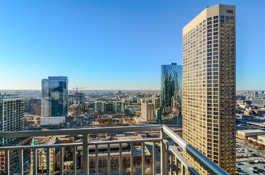 Real Estate Photography - 125 S. JEFFERSON Street, Unit 2802, Chicago, IL, 60661 - Balcony