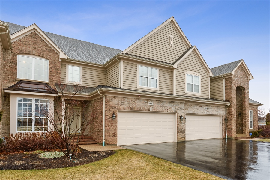 Real Estate Photography - 705 Fieldstone Court, Inverness, IL, 60010 - Front View