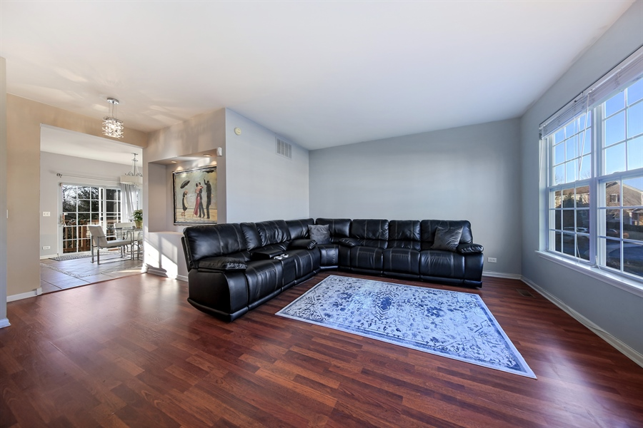 Real Estate Photography - 2293 Hudson Circle, Unit 0, Aurora, IL, 60502 - Living Room