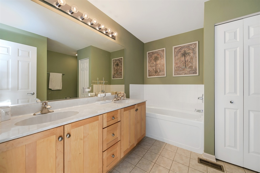 Real Estate Photography - 2293 Hudson Circle, Unit 0, Aurora, IL, 60502 - Master Bathroom