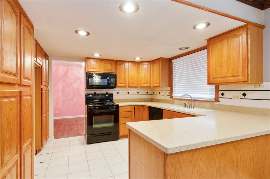 Real Estate Photography - 1255 Leawood Drive, Elgin, IL, 60120 - Kitchen