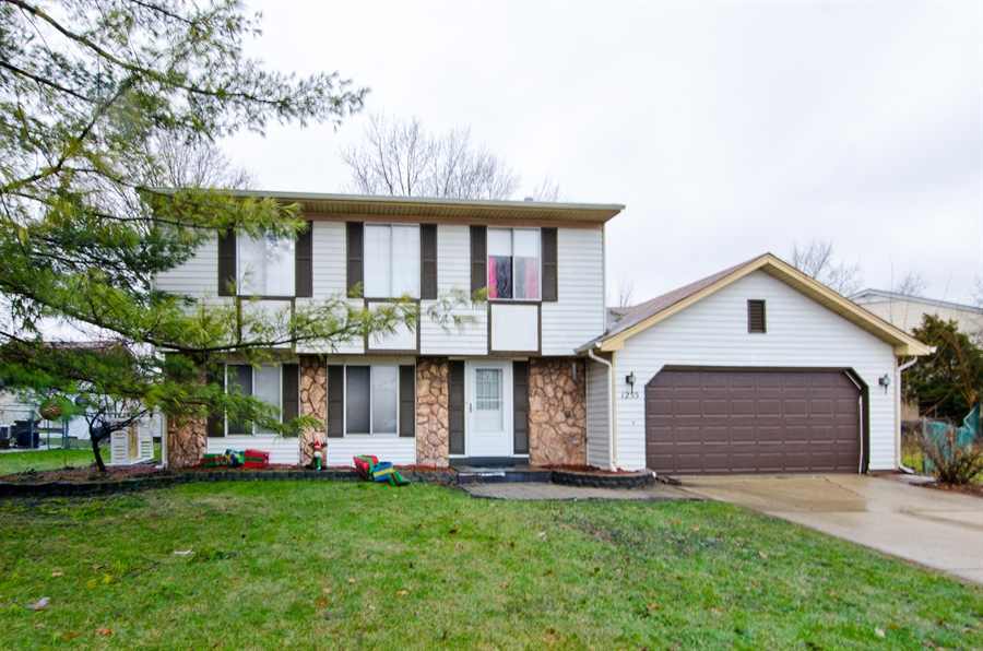Real Estate Photography - 1255 Leawood Drive, Elgin, IL, 60120 - Front View