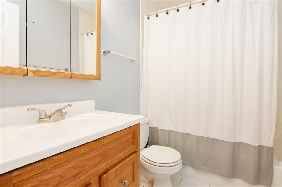 Real Estate Photography - 1255 Leawood Drive, Elgin, IL, 60120 - 2nd Bathroom
