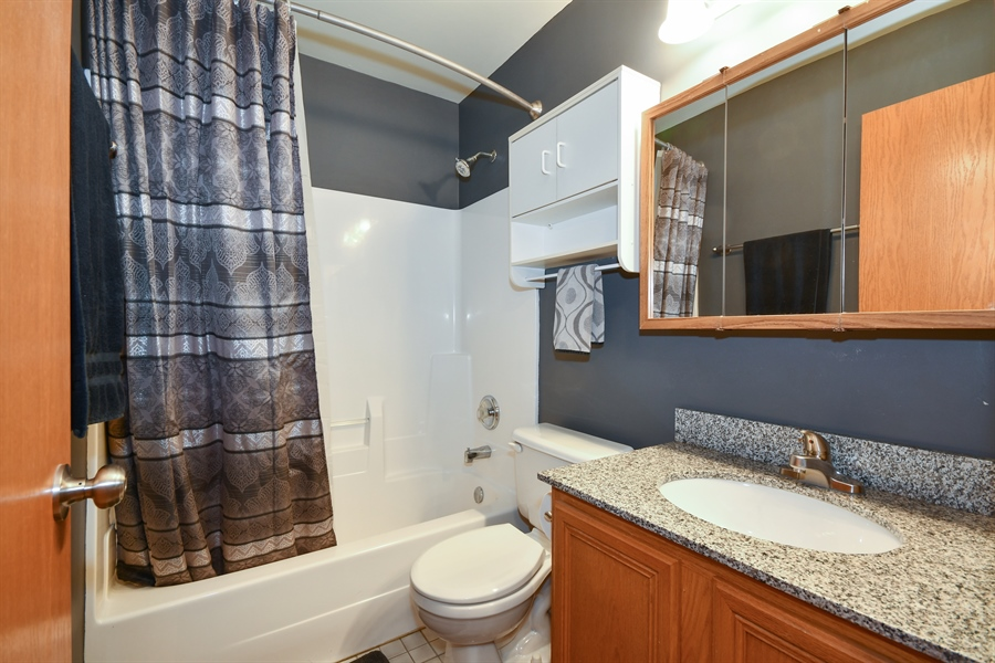 Real Estate Photography - 599 Ryegrass Circle, Aurora, IL, 60504 - 2nd Bathroom