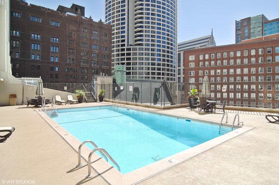 Real Estate Photography - 111 E. Chestnut Street, Unit 43A, Chicago, IL, 60611 - Roof-Top Pool