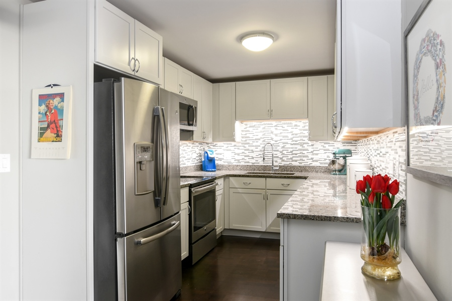 Real Estate Photography - 3033 N. Sheridan Road, Unit 1004, Chicago, IL, 60657 - Kitchen