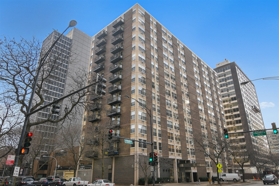 Real Estate Photography - 3033 N. Sheridan Road, Unit 1004, Chicago, IL, 60657 - Front View