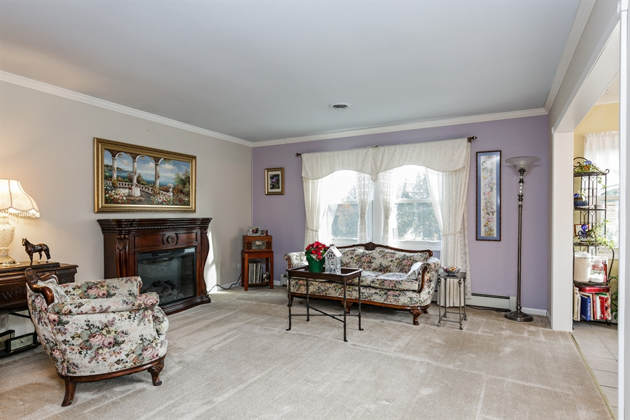 Real Estate Photography - 5001 HIGH LINE Road, Crystal Lake, IL, 60012 - Living Room