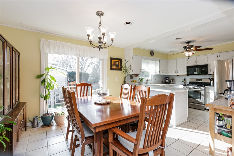 Real Estate Photography - 5001 HIGH LINE Road, Crystal Lake, IL, 60012 - Dining Room