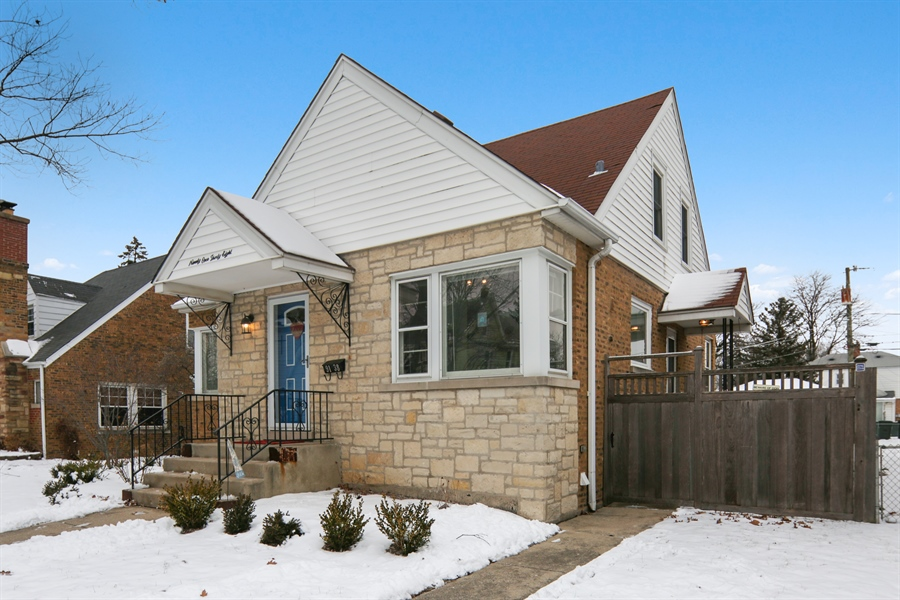 Real Estate Photography - 9138 Grant Ave, Brookfield, IL, 60513 - Side View