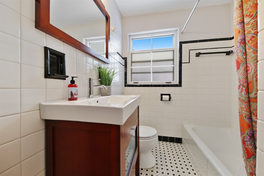 Real Estate Photography - 9138 Grant Ave, Brookfield, IL, 60513 - Bathroom