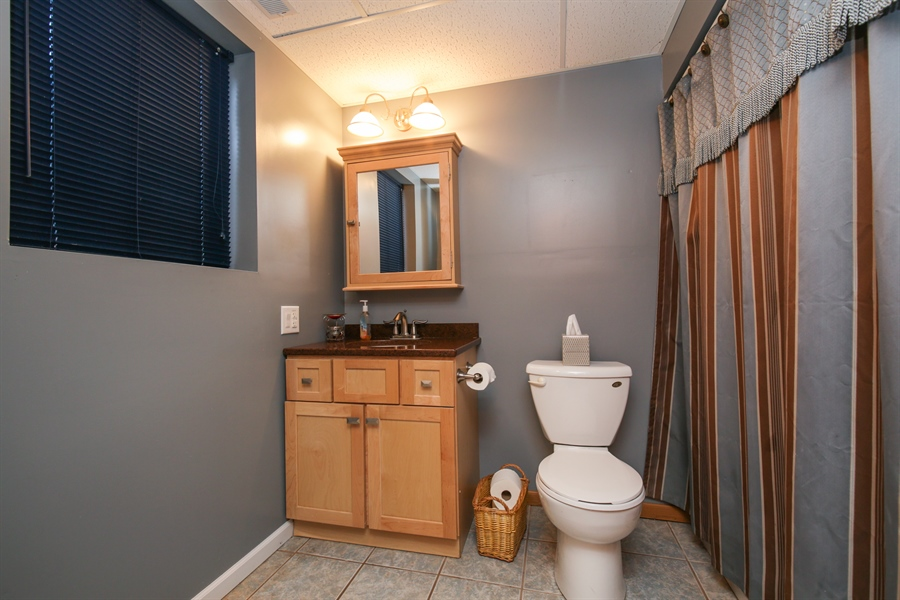 Real Estate Photography - 14N764 Oliver Drive, Elgin, IL, 60124 - 2nd Bathroom