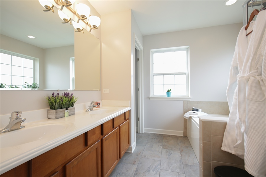Real Estate Photography - 3048 Seekonk Ave, Elgin, IL, 60124 - Master Bathroom