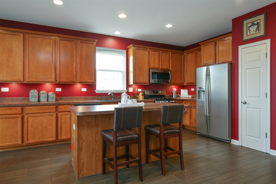 Real Estate Photography - 3048 Seekonk Ave, Elgin, IL, 60124 - Kitchen / Breakfast Room