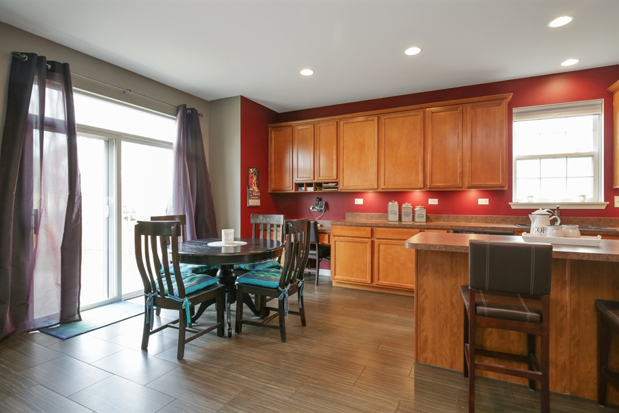 Real Estate Photography - 3048 Seekonk Ave, Elgin, IL, 60124 - Dining Area