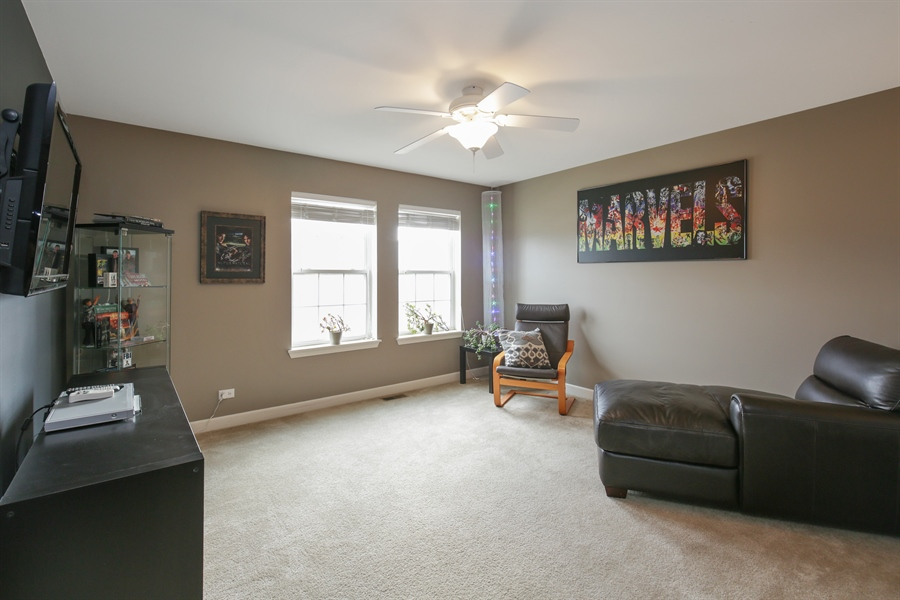 Real Estate Photography - 3048 Seekonk Ave, Elgin, IL, 60124 - Loft