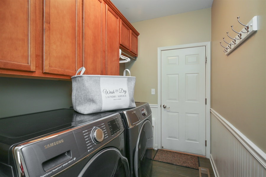 Real Estate Photography - 3048 Seekonk Ave, Elgin, IL, 60124 - Laundry Room