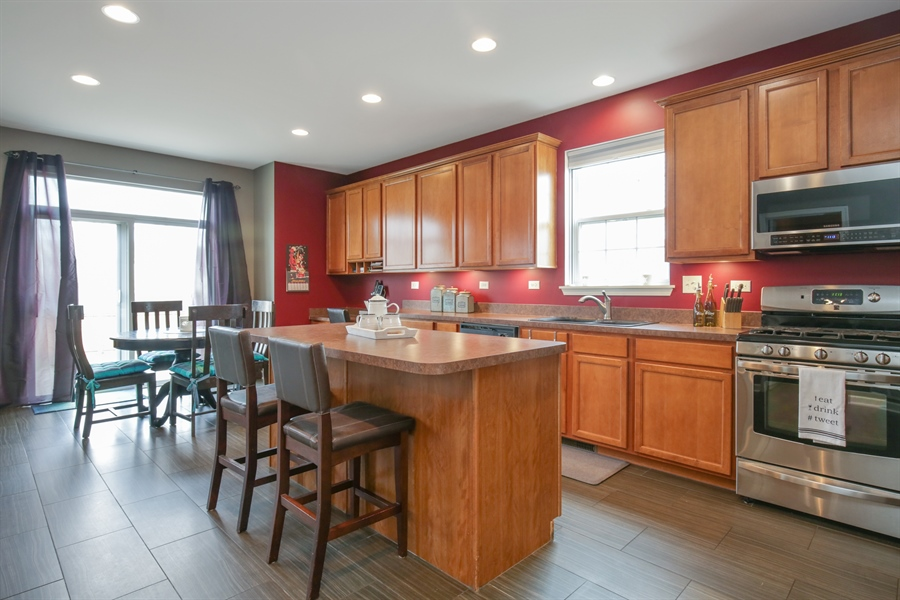 Real Estate Photography - 3048 Seekonk Ave, Elgin, IL, 60124 - Kitchen