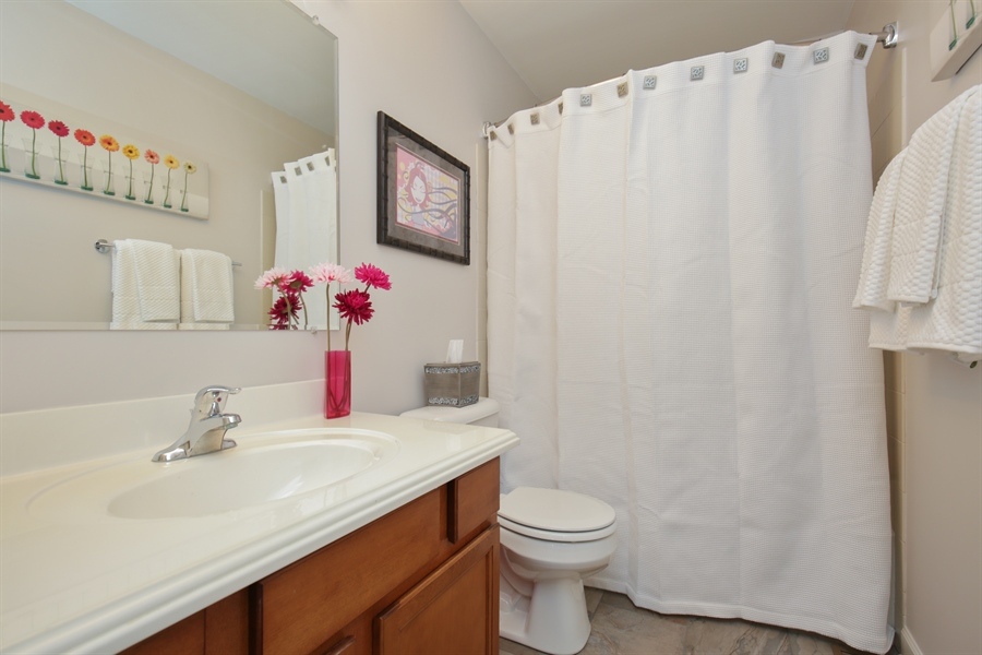 Real Estate Photography - 3048 Seekonk Ave, Elgin, IL, 60124 - Bathroom