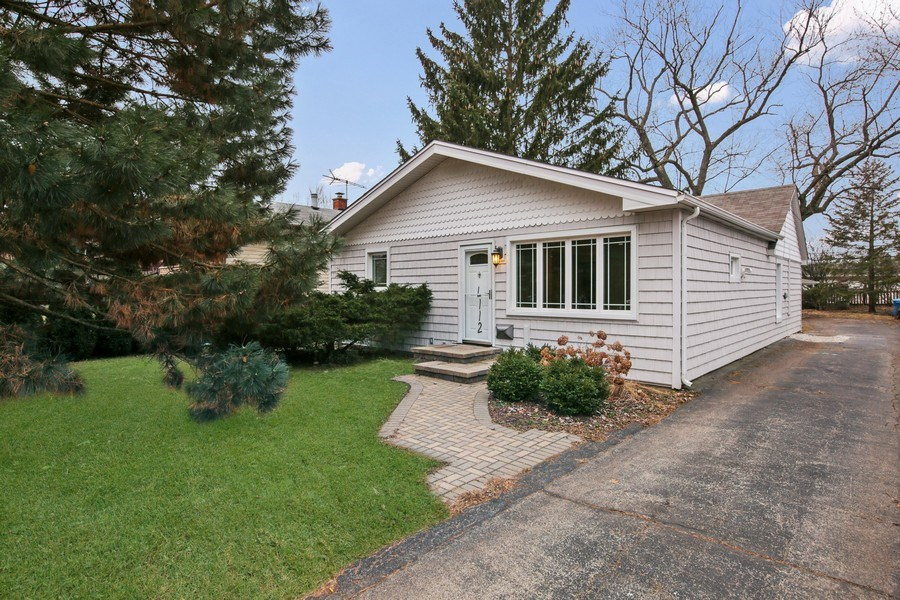 Real Estate Photography - 4112 Forest Ave, Downers Grove, IL, 60615 - Front View