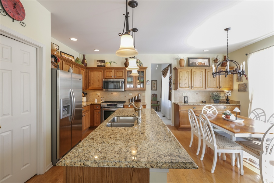 Real Estate Photography - 1981 Broadsmore Drive, Algonquin, IL, 60102 - Kitchen / Breakfast Room