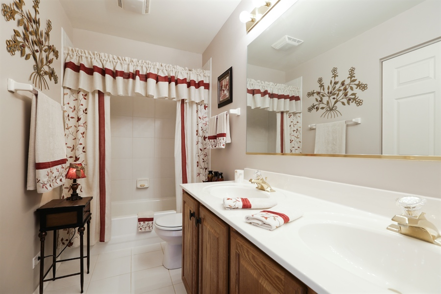 Real Estate Photography - 1981 Broadsmore Drive, Algonquin, IL, 60102 - 2nd Bathroom