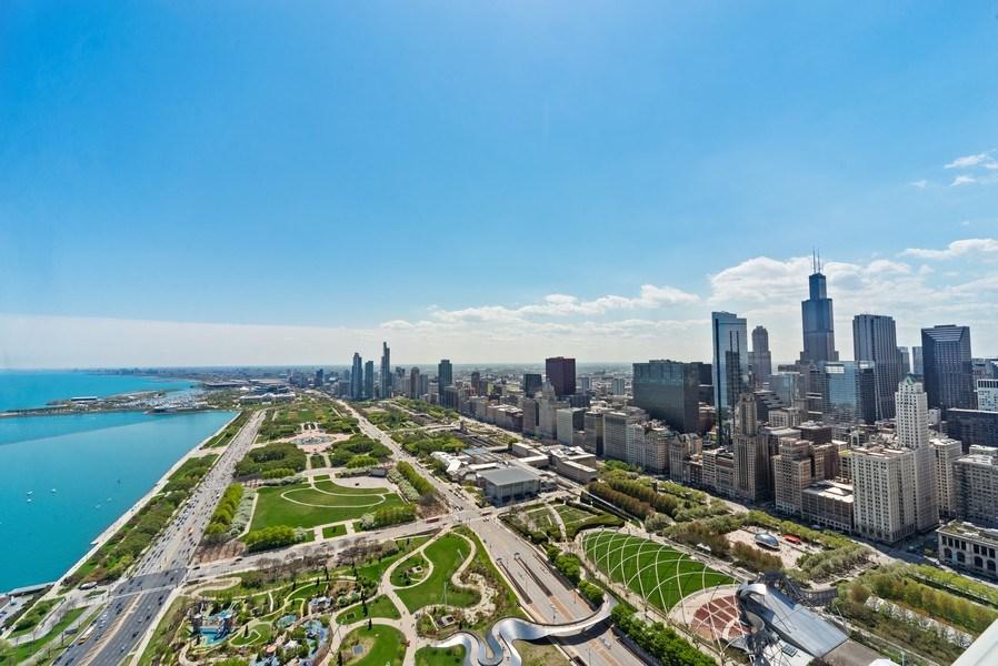 Real Estate Photography - 340 E. RANDOLPH Street, Unit 5401, Chicago, IL, 60601 -
