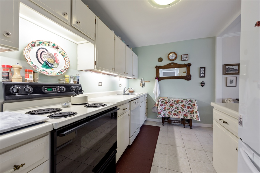 Real Estate Photography - 5455 N. Sheridan Road, Unit 2703, Chicago, IL, 60640 - Kitchen