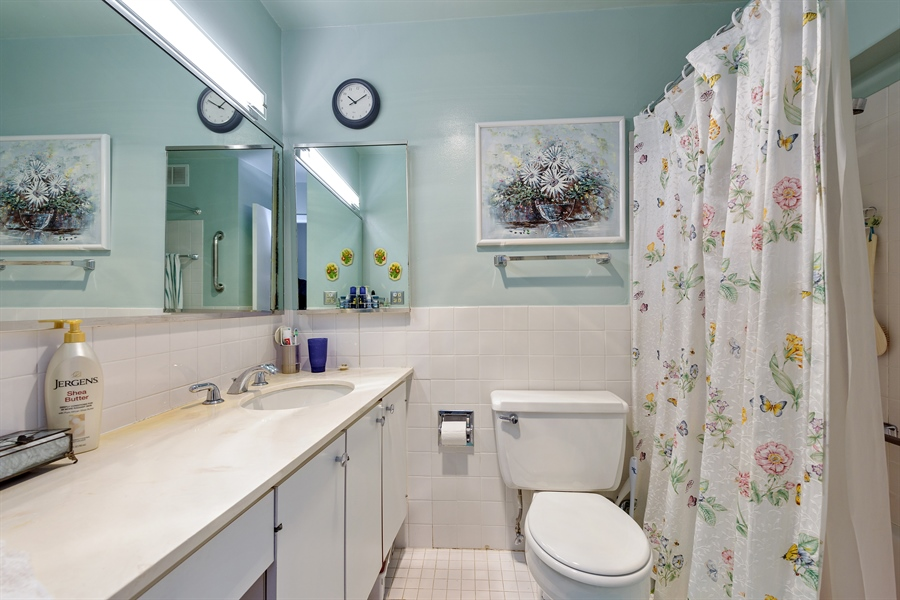 Real Estate Photography - 5455 N. Sheridan Road, Unit 2703, Chicago, IL, 60640 - Bathroom