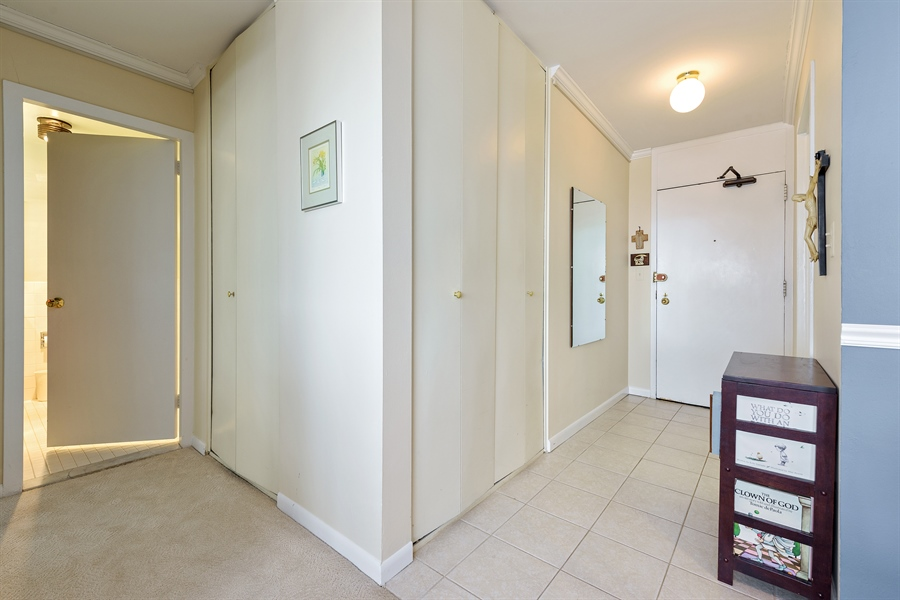 Real Estate Photography - 5455 N. Sheridan Road, Unit 2703, Chicago, IL, 60640 - Entryway