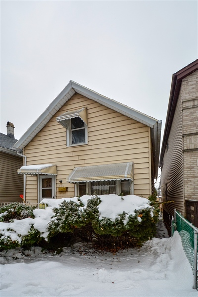 Real Estate Photography - 548 W. 32nd Street, Chicago, IL, 60616 - Front View