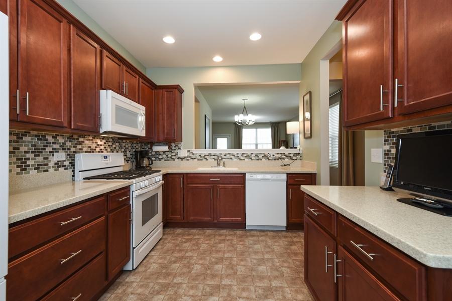 Real Estate Photography - 811 Rocky Gap Drive, Elgin, IL, 60124 - KITCHEN WITH CHERRY CABINETS & BACKSPLASH