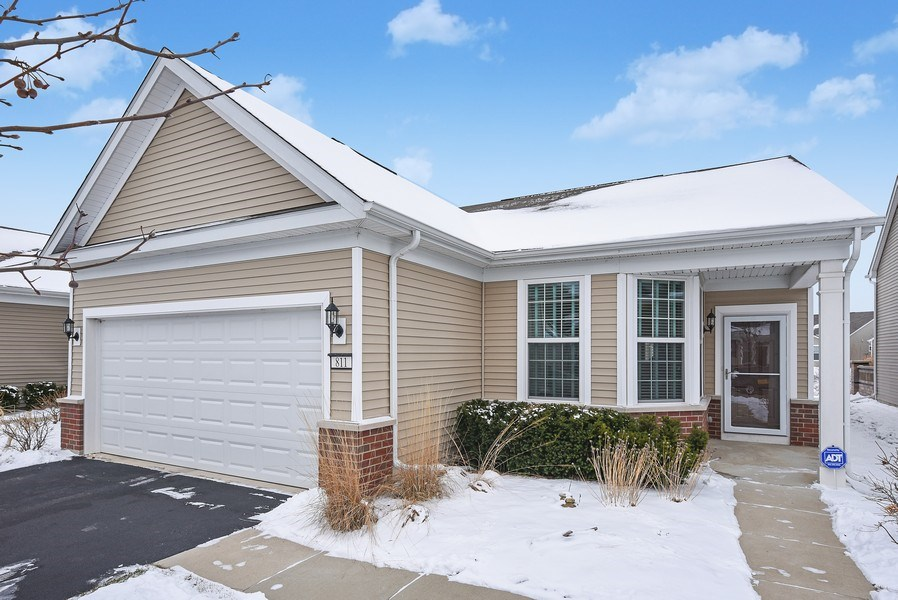 Real Estate Photography - 811 Rocky Gap Drive, Elgin, IL, 60124 - TRAIL BLAZER MODEL WITH 3 WINDOWS IN KITCHEN CAFE