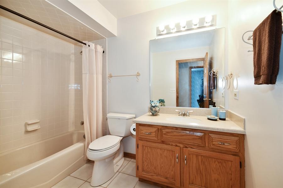 Real Estate Photography - 1660 Fox Trail Drive, Batavia, IL, 60510 - 2nd Bathroom