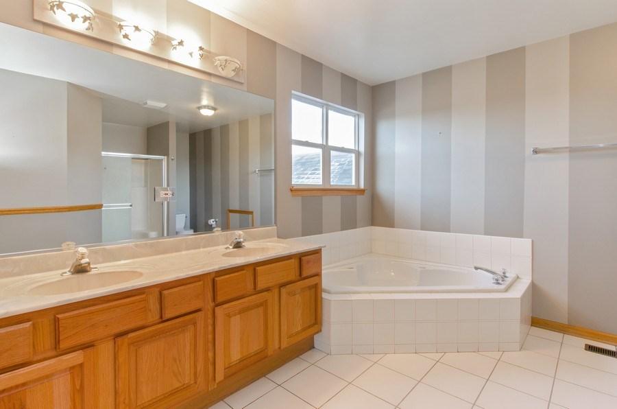 Real Estate Photography - 8 Tealwood Court, Algonquin, IL, 60102 - Master Bathroom
